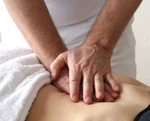 LWS wird osteopathisch behandelt