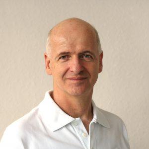 Ulrich Hübner ist Physiotherapeut und Heilpraktiker für Osteopathie